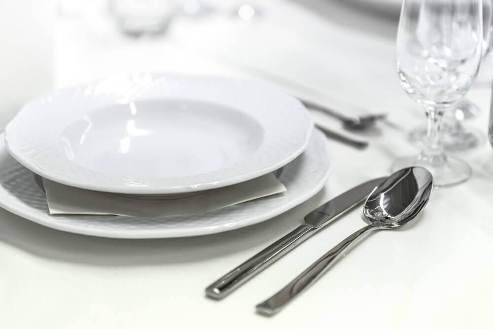 qual maneira correta de arrumar uma mesa